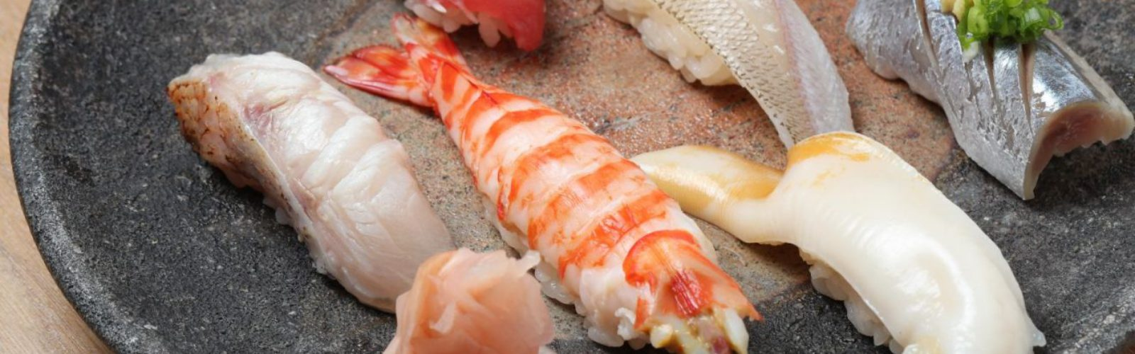Japan-Traditional-Sushi-002-1320x880